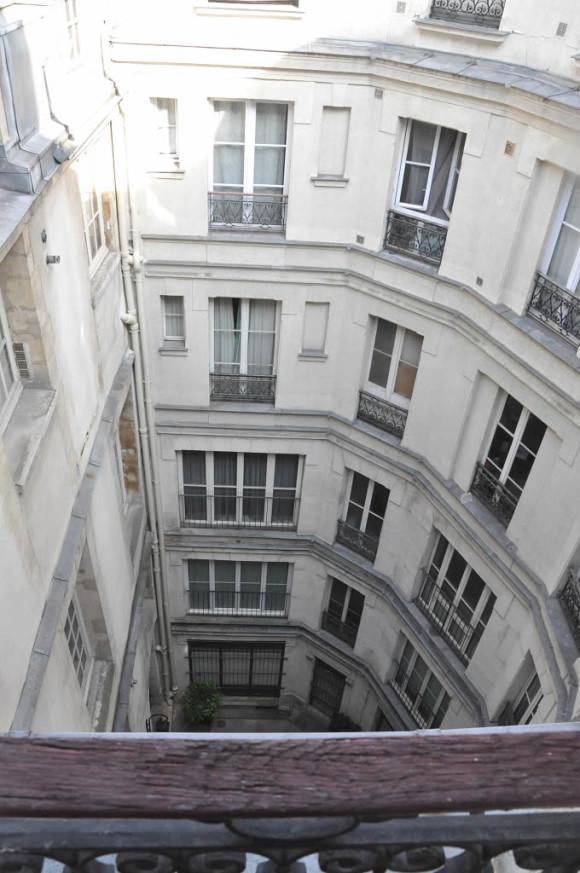 O apartamento ficava no 5° andar de um prédio em uma espécie de vila residencial