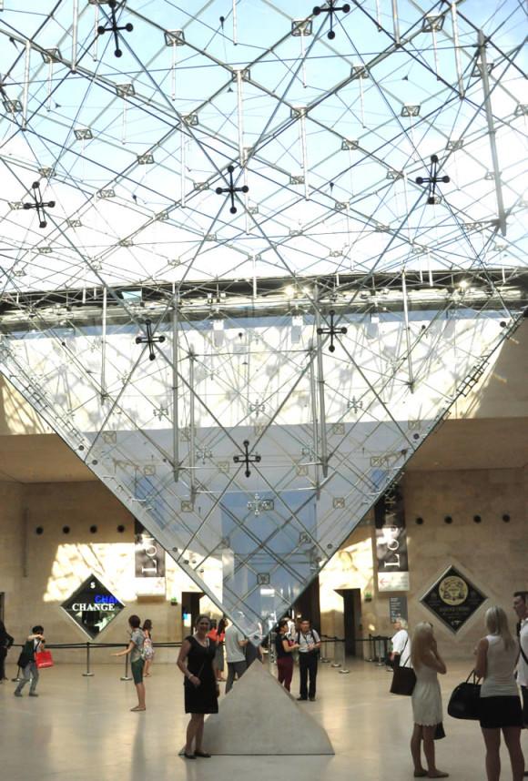 Na segunda visita, pagando uma promessa para a minha amiga Micha que me pediu uma foto na pirâmide invertida