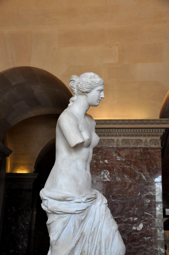 A escultura merece ser vista de vários ângulos