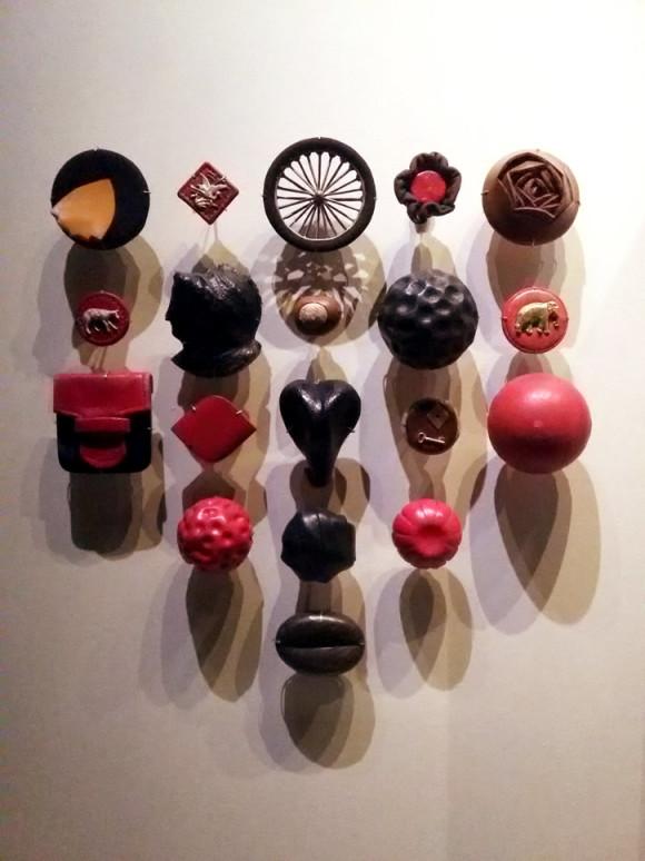 Uma das exposições era sobre a importância dos botões na moda